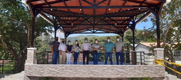 RECEPCIÓN PROVICIONAL DEL ESCENARIO EN EL PARQUE DE LA PARROQUIA SAN ROQUE DEL CANTÓN PIÑAS.