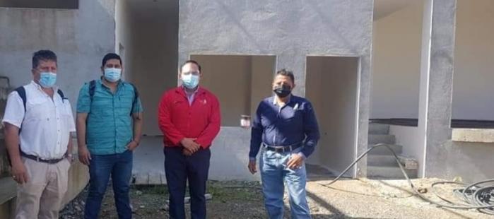TÉCNICOS DEL CONAGOPARE EL ORO EN EL PROCESO DE CONSTRUCCIÓN DE LA CANCHA MÚLTIPLE CON CUBIERTA EN LA PARROQUIA LA BOCANA.