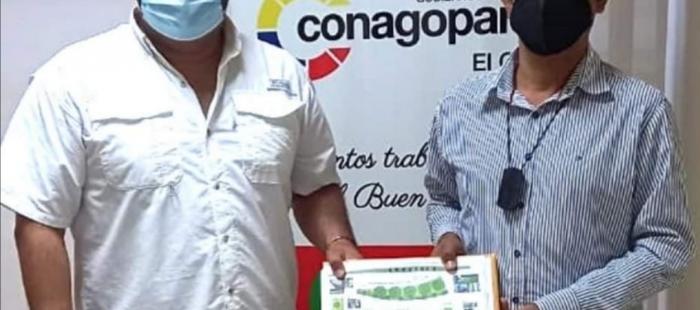 ARQ. ANDRES GUZMAN REALIZÓ LA ENTREGA DEL PROYECTO SOBRE EL M ANTENIMIENTO DE LAS AREAS VERDES DEL CENTRO PARROQUIAL DE MILAGRO.